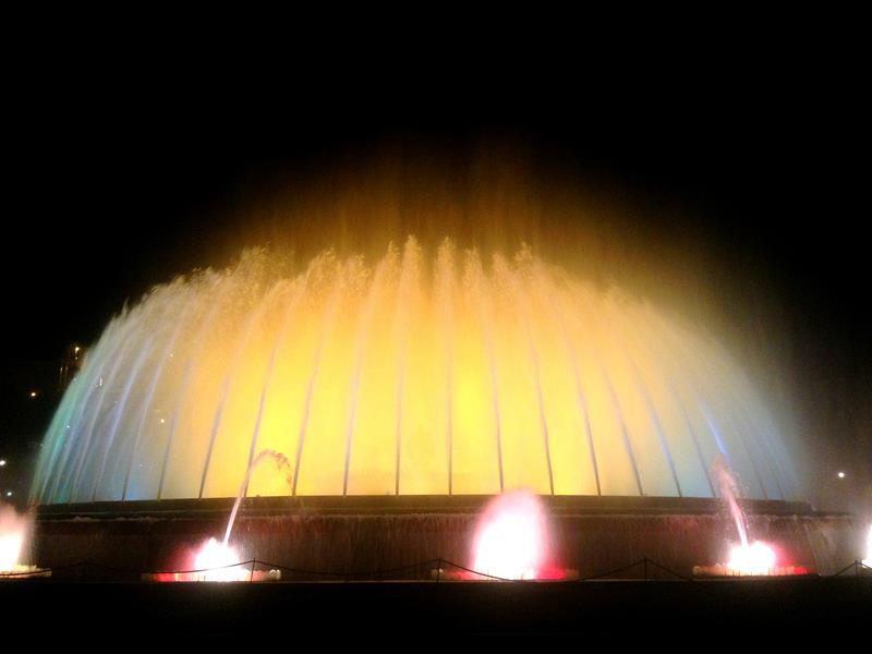 Der magische Brunnen von Mont-Juic mit seiner abendlichen Lichter-Show