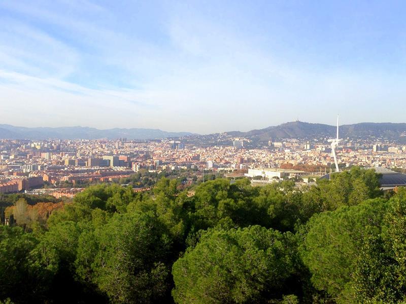 Ausblick vom Mirador de Migdia in Mont-Juic auf den Südosten von Barcelona