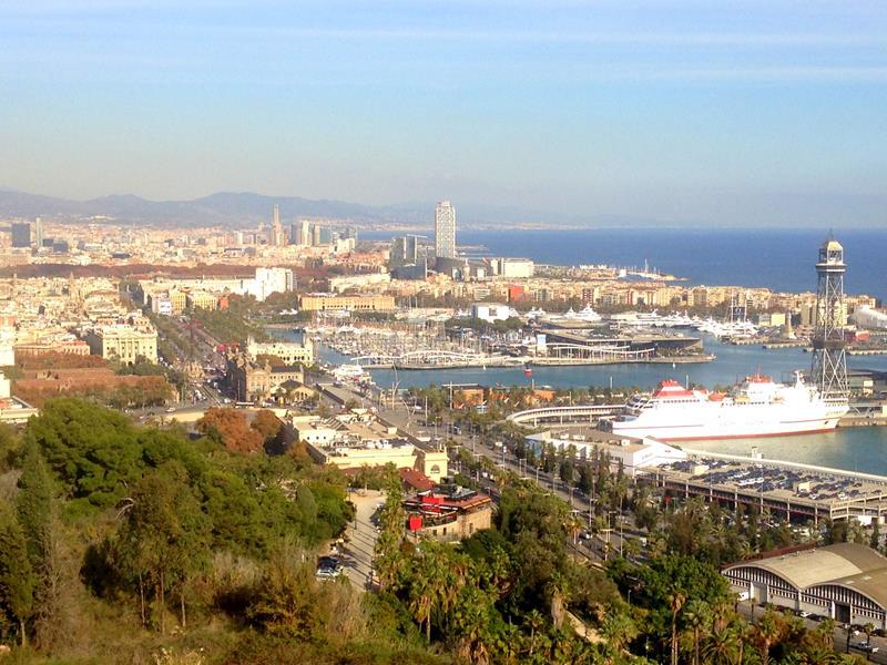 Ausblick vom Mirador del Alcalde in Mont-Juic auf das Zentrum von Barcelona