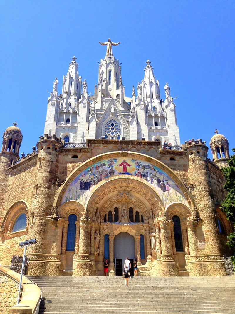 Die Kirche auf dem Tibidabo in Barcelona