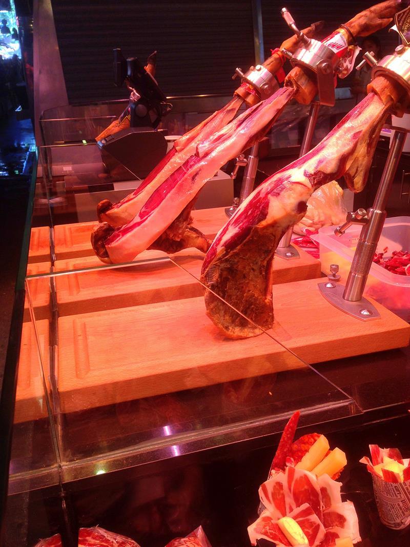 Die bunte Welt des Essens auf dem Markt Mercat de la Boqueria in Barcelona