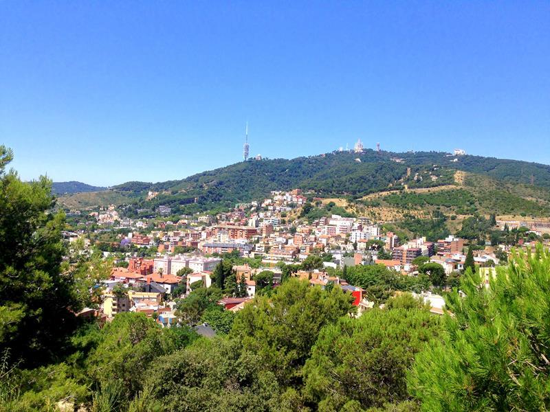 Blick auf das nördliche Barcelona auf dem Weg hoch zum Tibidabo