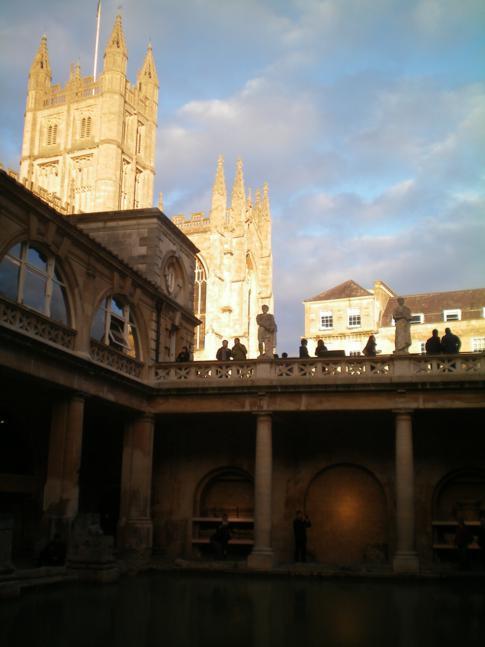 Blick aus den römischen Bädern auf das Bath Abbey