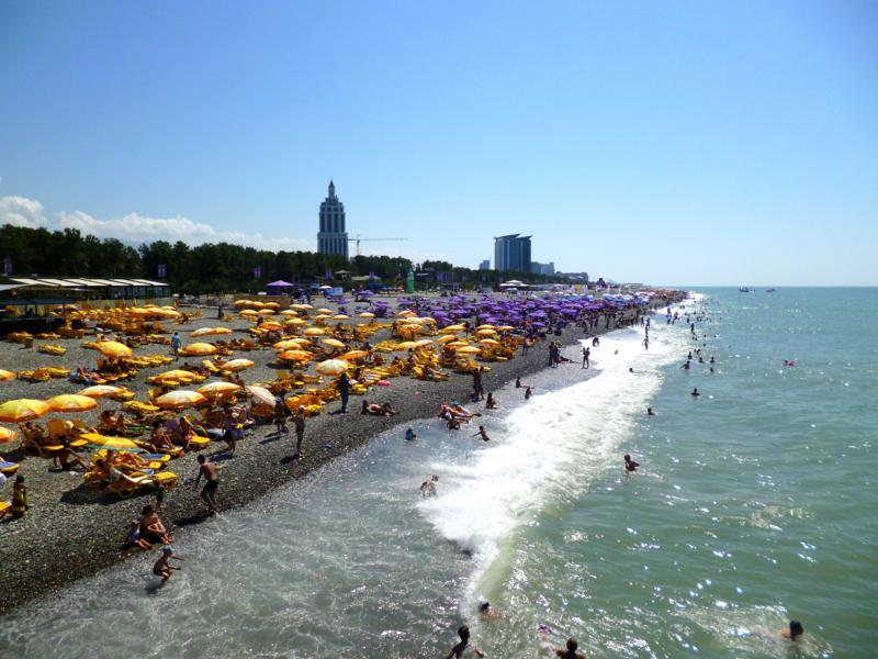 Der beliebte Strand am Schwarzen Meer in Batumi