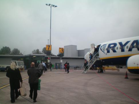 Eine Ryanair-Maschine auf dem Belfast City Airport