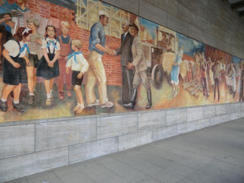 Sinnbild der DDR am ehemaligen NS-Reichsluftfahrtministerium