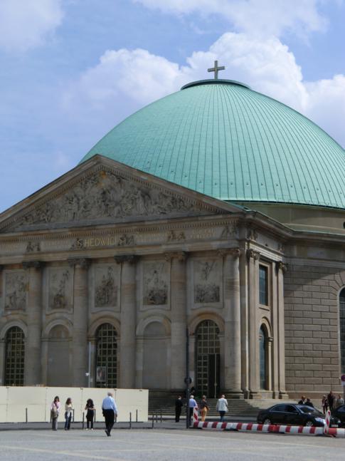 Die St.-Hedwigs-Kathedrale auf dem Bebelplatz
