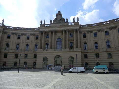 Die juristische Fakultät der Humboldt-Universität auf dem Bebelplatz