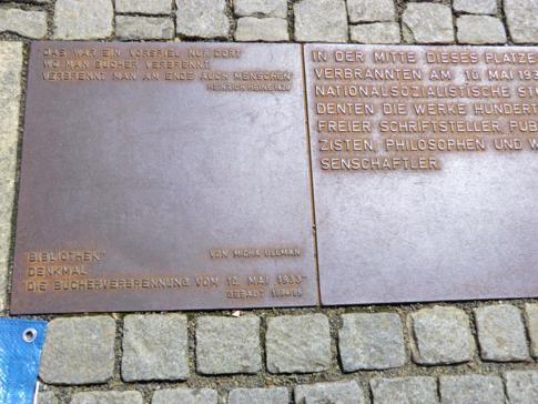 Das Denkmal zur Bücherverbrennung von 1933 auf dem Bebelplatz