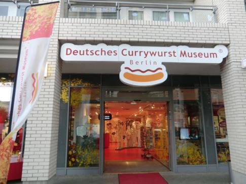 Der Eingang zum Currywurstmuseum in Berlin