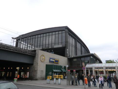 Der Bahnhof Zoologischer Garten in Berlin