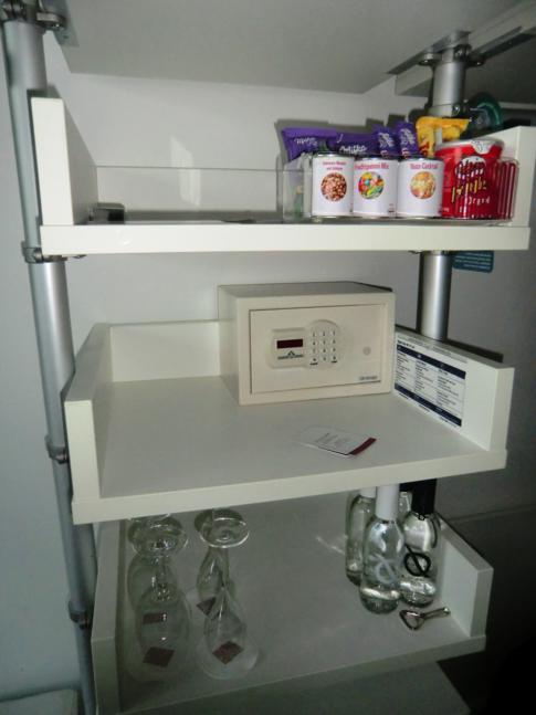 Die Minibar im Zimmer