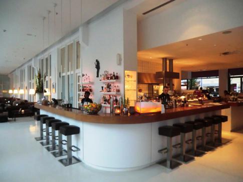 Die sehr gelungene Lounge und Bar im Hotel Ellington in Berlin