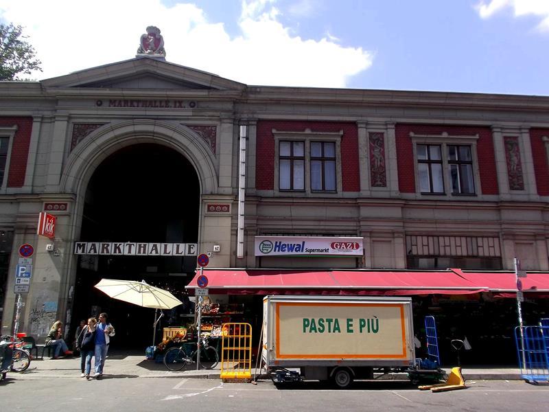 Die Markthalle in der Eisenbahnstrasse in Berlin-Kreuzberg