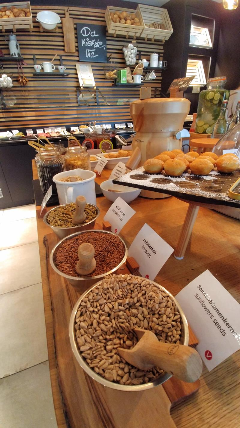 Sehr gutes Frühstücksbuffet im Vienna House Easy Berlin