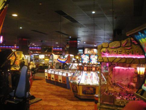 Spielautomaten im Coral Island auf der Golden Mile in Blackpool