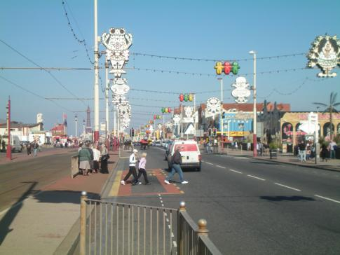 Die Vergnügungsmeile Golden Mile in Blackpool