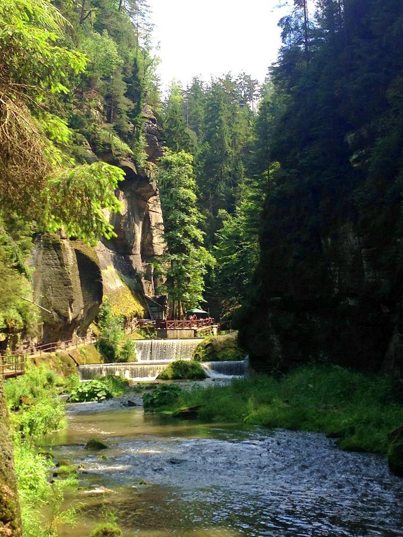 Wanderweg durch die Edmundsklamm in der Böhmischen Schweiz
