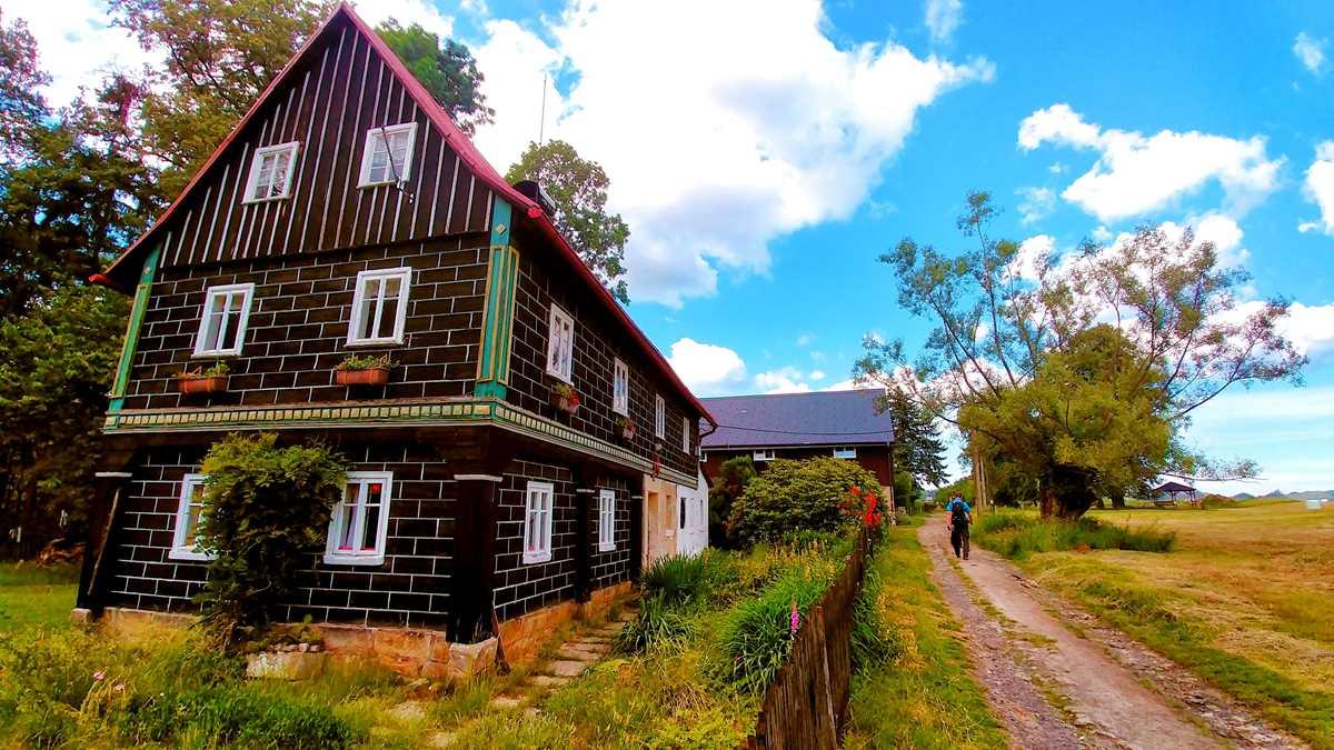 Der Ort Jetrichovice in der Böhmischen Schweiz