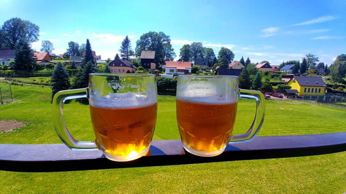 Tschechisches Bier in einem Restaurant in Ruzova auf dem Weg von der Ferdinandsklamm