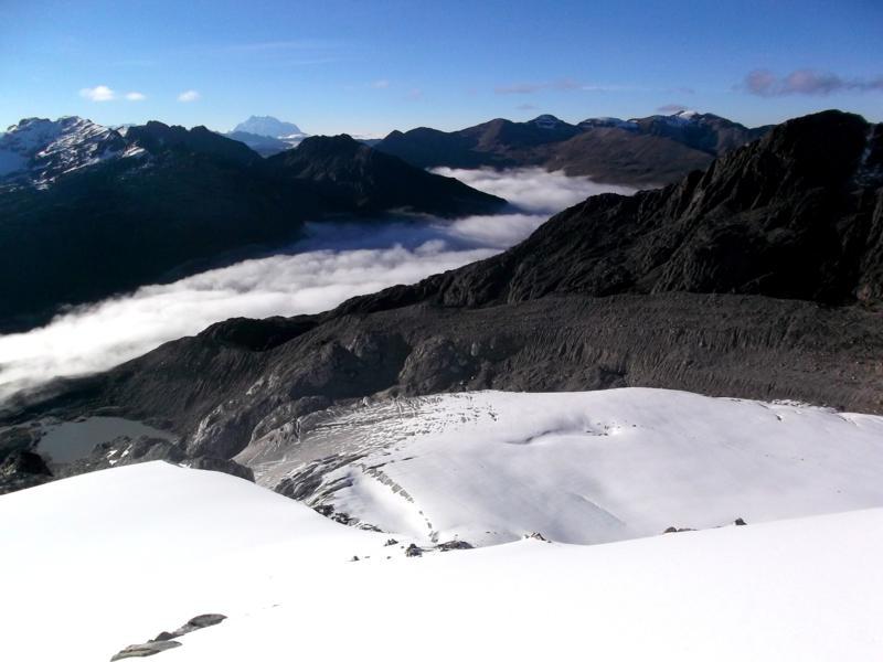Atemberaubende Aussichten vom High Camp des Huayna Potosi auf die Anden Boliviens