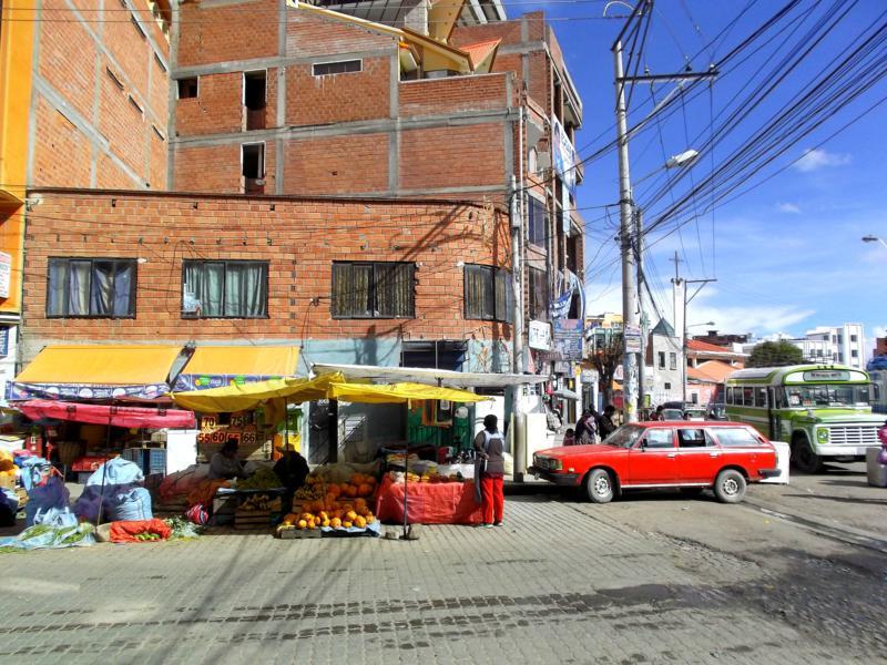Buntes Treiben in El Alto, der Nachbarstadt von La Paz