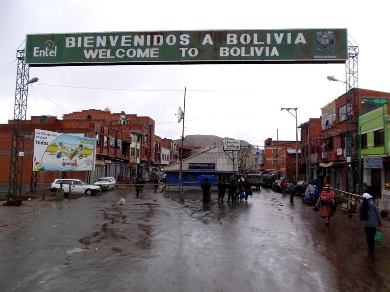 Der Grenzübergang von Peru nach Bolivien in Desaguadero