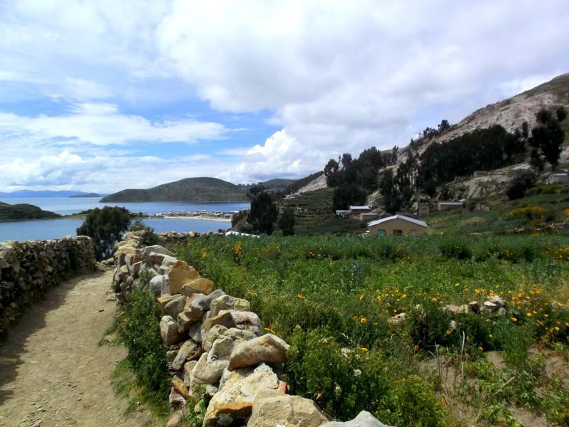 Die Isla del Sol, ein beliebtes Touristenziel im zu Peru und Bolivien gehörenden Titicacasee