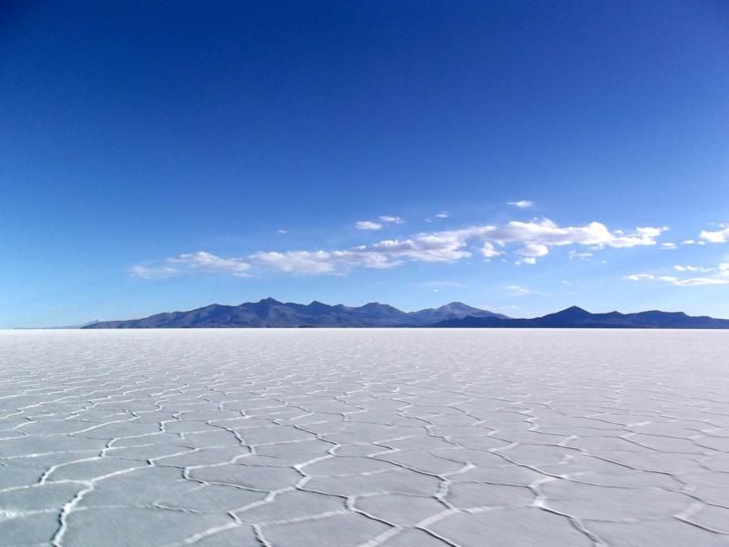 Die Salzwüste von Uyuni in ihrer Unendlichkeit