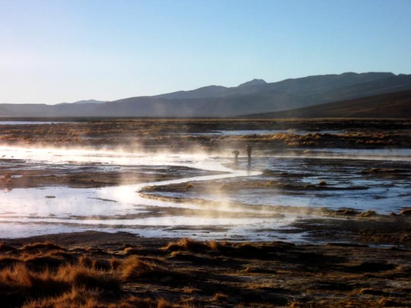 Die Termas de Polques in der Salar de Uyuni in Bolivien