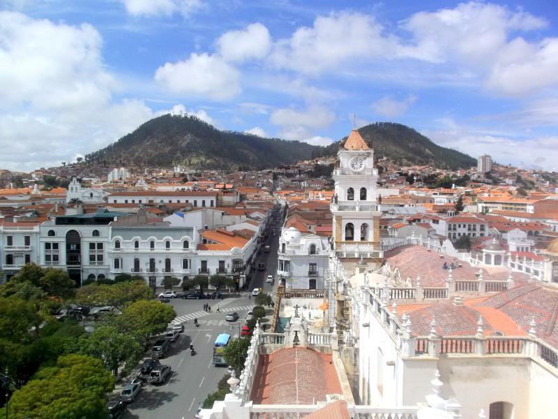 Tolle Kulisse und Ausblick auf Sucre vom dortigen Rathaus