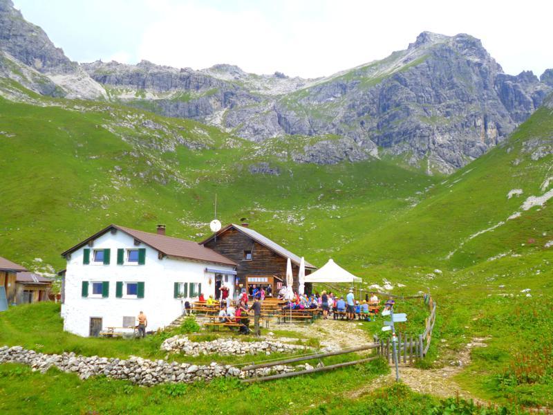 Die Widdersteinhütte am Fuße des Großen Widderstein