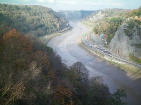 Ausblick auf den River Avon von der Clifton Suspension Bridge in Bristol