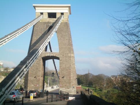 Der Westeingang zur Clifton Suspension Bridge