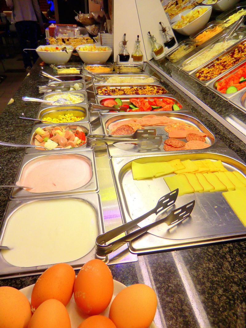 Das Frühstücksbuffet im Royal Park Boutique Hotel in Budapest
