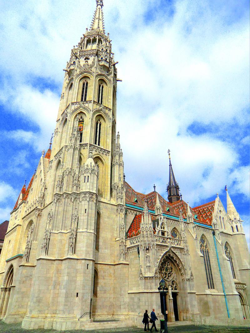 Die berühmte Matthiaskirche oberhalb der Donau