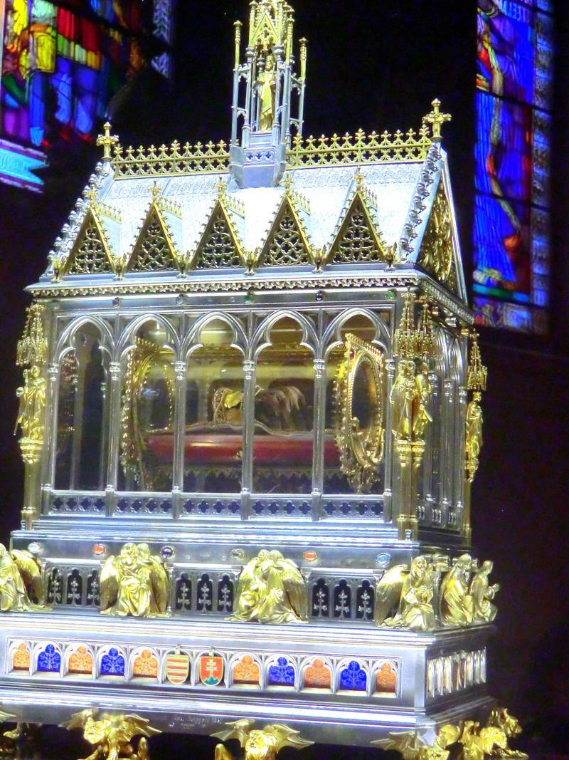 Angeblich die einbalsamierte Hand von König Stephan