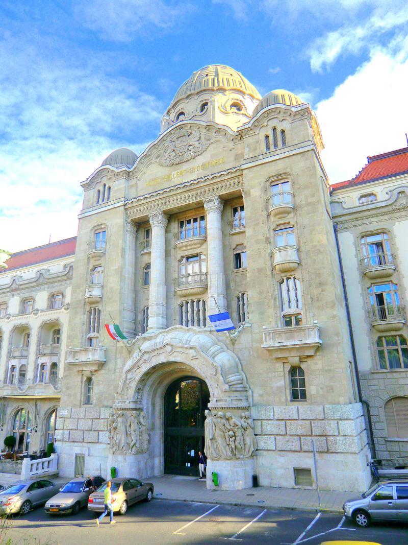 Das berühmte Gellertbad in Budapest