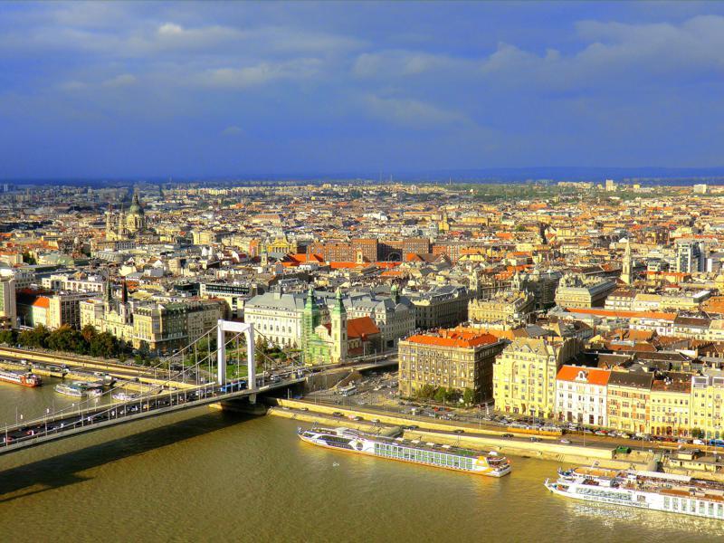 Blick vom Gellertberg auf die Donau und Budapest
