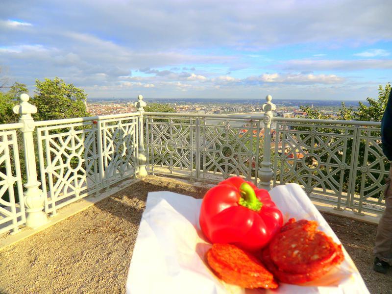 Kleiner Snack auf dem Gellertberg - typisch Ungarn