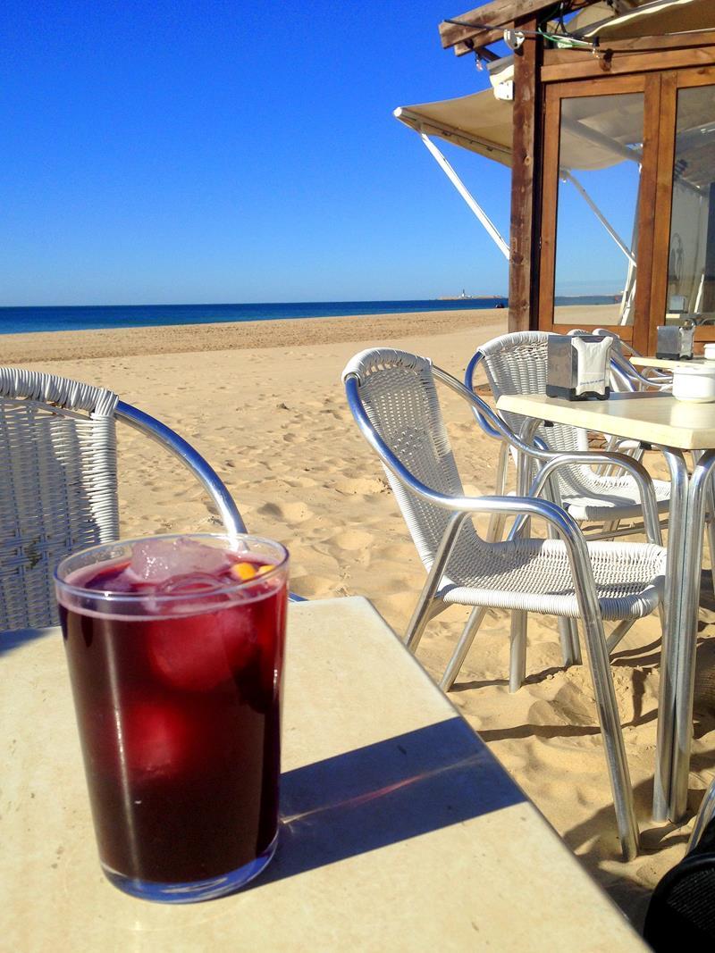 Getränk Tinto de Verano am Strand von Cadiz
