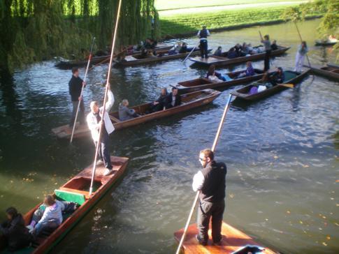 Punting auf dem River Cam in Cambridge