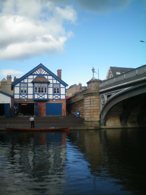 Der River Cam in Cambridge an der Victoria Bridge