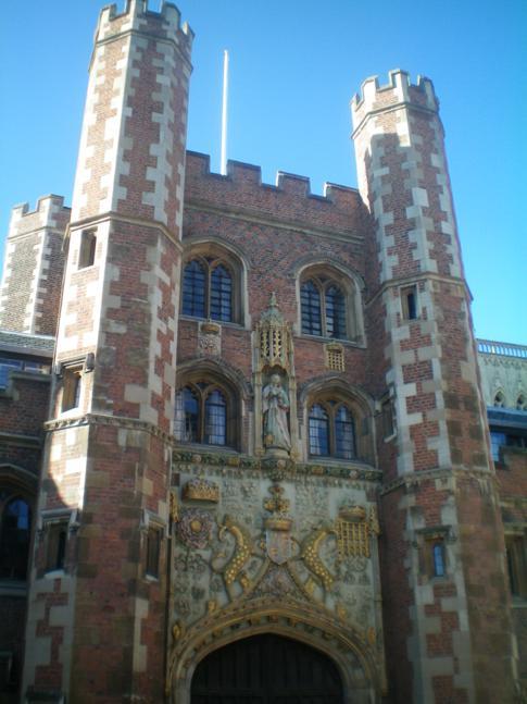Der Eingang zum Trinity College in Cambridge