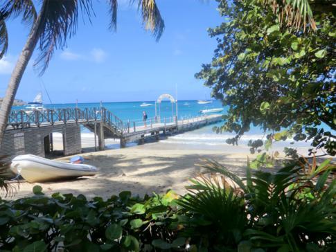Das Tamarind Beach Hotel an der Charlestown Bay in Canouan