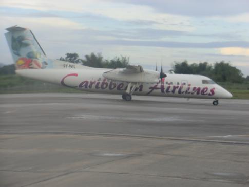 Eine ATR72-500 von Caribbean Airlines vor dem Flug von Trinidad nach Tobago