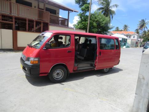 Auch in Carriacou gibt es - ebenso wie in Grenada - Minibusse