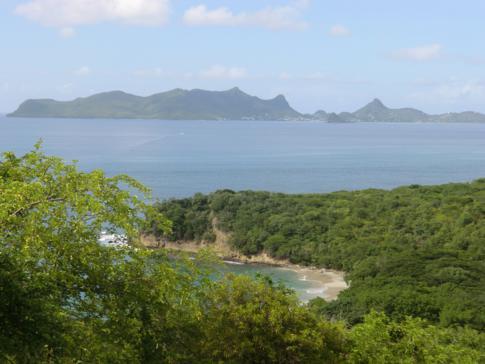 Der Anse La Roche Beach und im Hintergrund Union Island, gehörig zu St. Vincent und die Grenadinen