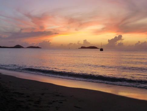 Sonnenuntergang auf Carriacou an der Hillsborough Bay