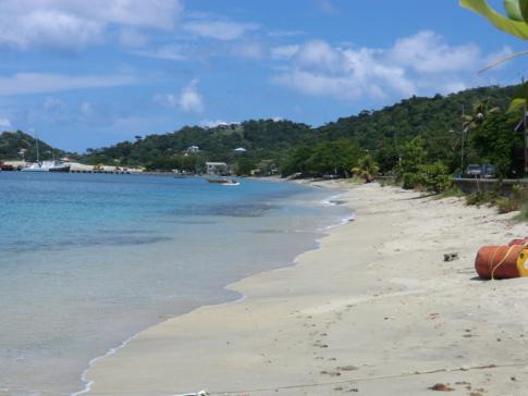 Der Strand der Tyrrel Bay im Süden von Carriacou